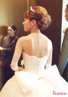 ティアラ×カールアップ♪笑顔がステキな花嫁さま の画像 大人可愛いブライダルヘアメイク 『tiamo』 の結婚カタログ