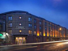 Camden Court Hotel Dublin Camden Court Hotel is just 500 metres from Dublin's St Stephen's Green. It boasts a leisure centre with a pool and hot tub, sauna and steam room. .  The brightly decorated rooms at Camden Court Hotel have free Wi-Fi and TVs.