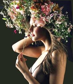 Ideas for flowers photography fashion headdress - FLOWERED - Blumen Photography Women, Beauty Photography, Fashion Photography, Photography Flowers, Photography Lighting, Floral Headdress, Floral Fashion, Trendy Fashion, Dress Fashion