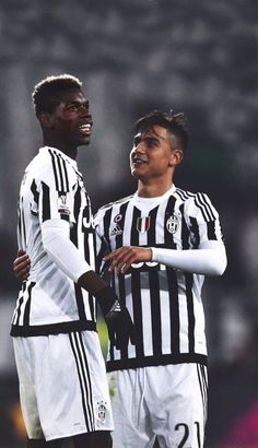 Paul Pogba Photos - Paul Pogba (L) and Paulo Dybala of FC Juventus celebrate victory at the end of the TIM Cup match between FC Juventus and Torino FC at Juventus Arena on December 2015 in Turin, Italy. - FC Juventus v Torino FC - TIM Cup Juventus Fc, Good Soccer Players, Football Players, Pogba Wallpapers, Paul Labile Pogba, Torino Fc, Juventus Stadium, Pier Paolo Pasolini, Sports