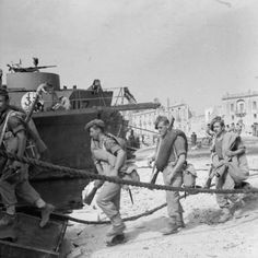 British troops embarking into landing craft at Tripoli for the invasion of Sicily, 3 July 1943. - See more at: http://ww2today.com/4th-july-1943-a-great-invasion-armada-prepares-for-battle#sthash.sVbMfdcY.dpuf