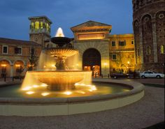 Montecasino: Read a guide to Montecasino in Fourways, Johannesburg, South Africa's most luxurious mall. South Africa Holidays, Johannesburg City, Holiday Essentials, Countries Of The World, Homeland, Scenery, Places To Visit, Country, Cry