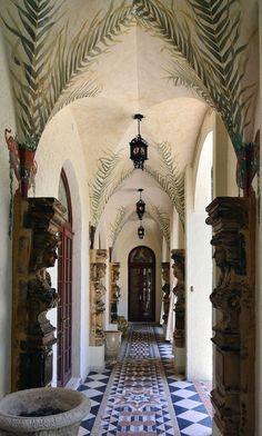   Casa de Gianni Versace é vendida por US$ 41 milhões. Veja fotos do interior da mansão! - Yahoo Mulher