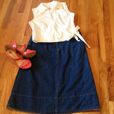 "❤️Denim Skirt❤️ Excellent condition denim skirt. Button down belt loops just add to this cute skirt. Front pockets. Waist measures 16"" across. Length is 28"". Jeans"