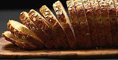 """Adepta de refeições que considera """"comida de verdade"""", Bela Gil sempre aposta em preparações feitas em casa mesmo, com escolhas de ingredientes bem equilibradas e completas. Nutricionista formada pela Hunter College, em Nova York, a filha de Gilberto Gil ensina uma receita de pão integral caseiro. """"Depois de"""