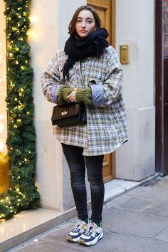 おしゃれローカルを探せ! 海外ストリートスナップ:パリ - おしゃれローカルを探せ! 海外ストリートスナップ | VOGUE GIRL Coat, Winter, How To Wear, Jackets, Outfits, Clothes, School, Fall, Style