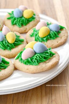 These Bird's Nest Sugar Cookies are simple and sweet way to celebrate spring. Perfect for your Easter baking! Easter Cookies, Easter Treats, Easter Food, Easter Dinner, Easter Brunch, Best Dessert Recipes, Delicious Desserts, Cookie Recipes, Easter Deserts