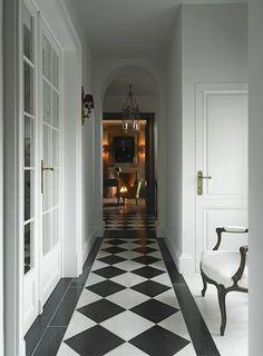 Black and white flooring entry hallway, white hallway, cottage hallway, ups Black And White Hallway, Black And White Tiles, Black White, White Doors, White Marble, Hall Flooring, Carpet Flooring, White Flooring, Terrazzo Flooring