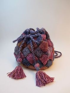 Knitting pattern for Boho Bag in entrelac Knitting Stitches, Knitting Patterns, Crochet Patterns, Ravelry, Needle Felting Tutorials, Dice Bag, Knitted Bags, Knitted Gifts, Bead Crochet