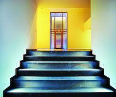 wandmalerei brauner baum auf lavenderfarbenen untergrund im treppenbereich durch maler glaser. Black Bedroom Furniture Sets. Home Design Ideas