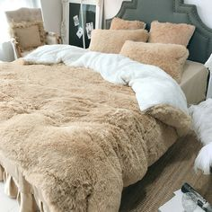SOFO Coral Fleece Shearling Bedding Set Quilt Cover Bed Sheet Warm Mink Cashmere Cover Pillowcase is hot sale on Newchic with discounts. Velvet Bedding Sets, Luxury Bedding Sets, Comforter Sets, King Comforter, Queen Bedding Sets, Bedroom Themes, Bedroom Sets, Master Bedroom, Bedroom Decor