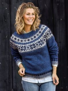 Sweater med stjernebort - strikkes i Håndværksgarn fra Hjelholt Fair Isle Knitting, Hand Knitting, Norwegian Knitting, Icelandic Sweaters, Sweater Design, Sweater Weather, Pulls, Knitting Projects, Fashion Prints