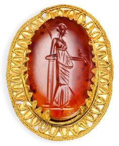 A GREEK GOLD AND CARNELIAN BROOCH, HELLENISTIC PERIOD, CIRCA 2ND Cent. AD