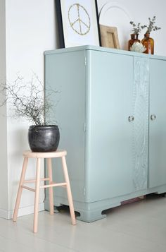 When pictures inspired me - Frenchy Fancy Seconde vie pour ce meuble ancien repeint en bleu pastel Decor, Furniture, Interior, House Interior, Home Deco, Inspiration, Upcycled Home Decor, Interior Design, Home And Living