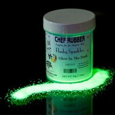 Edible glow in the dark glitter for cakes~~need this for gruesome goodies! Glow in the dark party Halloween Cakes, Halloween Treats, Halloween Decorations, Cake Decorating Tips, Cookie Decorating, Kunst Party, Lila Party, Neon Party, Party Party