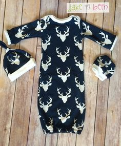Deer baby gown, knot hat, and no scratch mittens, newborn set - bucks head navy… Baby Boy Gowns, Baby Gown, Baby Boy Outfits, Deer Baby Showers, Baby Boy Shower, Waiting For Baby, Baby Deer, Glenda, Rainbow Baby