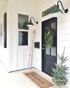 Awesome 85 Beautiful Farmhouse Front Porch Decorating Ideas https://quitdecor.com/521/85-beautiful-farmhouse-front-porch-decorating-ideas/
