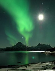 ✯ Northern Lights and Full Moon