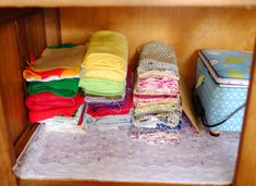 Organising sewing supplies Sewing Room Organization, Home Organisation, Hemming Jeans, Sewing Table, Sewing Projects, Organising, How To Plan, Storage, Blog