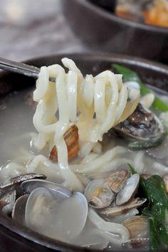 칼국수 Kal guk su seafood noodle soup