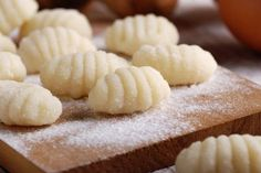 Satisfy those cravings for delicious Italian food by making your very own gnocchi. Potato Gnocchi Recipe, Chicken Gnocchi Soup, Pasta Recipes, Cooking Recipes, Pasta Casera, Salty Foods, Special Recipes, Sweet And Salty, Ravioli