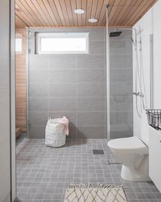 Tällainen väritys kylppäriin! Bathroom Sink Cabinets, Best Bathroom Vanities, Steam Spa, Steam Showers Bathroom, House Design, Design Shop, Beautiful Bathrooms, Bathtub, Minimalist