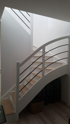 Escalier brut# peint en blanc# Patou