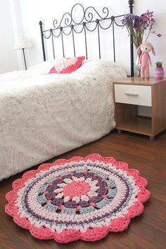DIY - Crochet Rug - Video Tutorial and Pattern Mandala Au Crochet, Crochet Mat, Crochet Carpet, Love Crochet, Crochet Doilies, Crochet Home Decor, Crochet Crafts, Crochet Projects, Rugs On Carpet