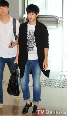[July 4th 2012] Kim Soo Hyun (김수현) at Gimpo Airport Heading to Japan to Promote…
