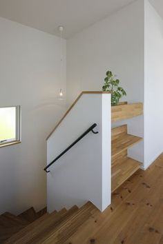 Home Stairs Design, Home Building Design, Interior Stairs, House Extension Design, Modern Tiny House, Modern Staircase, House Stairs, Under Stairs, Stair Railing