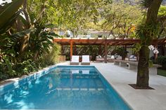 Ouriço Outdoor Pool, Outdoor Spaces, Outdoor Decor, Tropical Architecture, Architecture Design, Garden Villa, Backyard Patio Designs, Sims House, Cool Pools