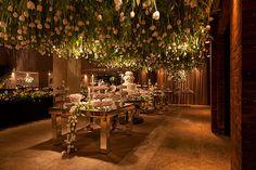 Veja decoração em verde e branco para casamento realizado na Casa Petra. A decor foi assinada por Roberta Fasano.