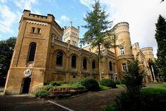 Pałac w Jabłonowie Pomorskim wybudowany w XIX w. przez Stefana Narzymskiego. Obecnie dom generalny Zgromadzenia Sióstr Pasterek od Opatrzności Bożej.