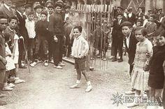 Iruñea 1906, San Ferminetako suziria Gaztelu Plazatik botatzen zen orduan..