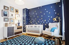 Chicago designer SuzAnn Kletzien was pregnant herself when clients commissioned her to decorate their baby's room. They knew they wanted a stargazing theme, and Kletzien had fun executing the idea in a modern way. (via Parents.com) #nursery #decor #style #ideas