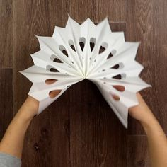 DIY Origami Christmas Trees Craft Tutorial from Birds Party - These are absolutely cute as they can be! Wooden Christmas Decorations, Diy Christmas Ornaments, Origami Christmas, Christmas Trees, Christmas Crafts For Kids To Make, Xmas Crafts, Diy Crafts, Natural Christmas, Simple Christmas