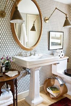 Perfect Symmetry - 15 Tiny Bathrooms That Are So Impressive - Photos