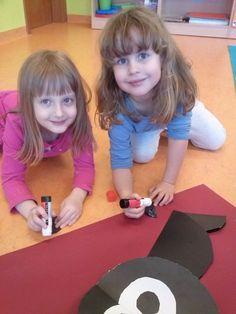 We play with shapes :) http://www.przedszkoleswiatdziecka.edu.pl/