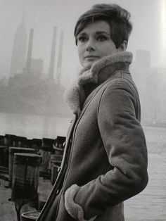Audrey Hepburn Queen of understated style photographed in New York in the 1960s wearing a gorgeous shearling jacket. Doesn't she look great?