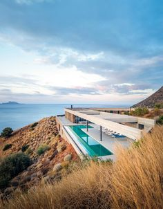 Ring House Design by Deca Architecture - Cuba Gallery Landscape Architecture Design, Modern Architecture House, Modern House Design, Architecture Jobs, Landscape Designs, Sustainable Architecture, Architecture Details, Living Haus, House On A Hill