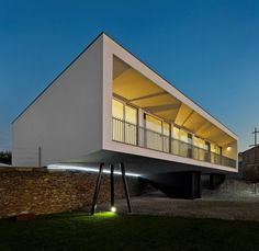 Residential house in Ovar, Portugal by Nelson Resende