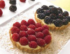 Tartaletas blancas Mini Desserts, Cookie Desserts, Easy Desserts, Dessert Recipes, Mini Cakes, Cupcake Cakes, Funny Cake, Cheesecake Cake, Mini Foods
