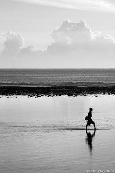 handa:    You'll Never Walk Alone, a photo from Bali, Nusa Tenggara | TrekEarth