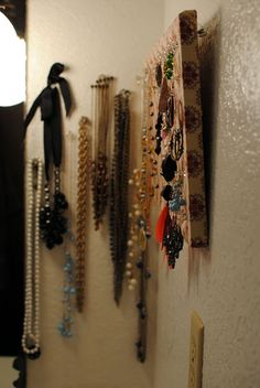 36 Awesome Ideas of DIY Wall Jewelry Organizers use big pushpins on painted canvas.