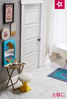 Mixing textures -- plush seating, a pretty rug -- makes any bathroom feel luxurious. American Girl House, American Girl Doll Room, American Girls, Og Dolls, Girl Dolls, Dollhouse Furniture, Dollhouse Ideas, Ag Doll Crafts, Rug Making