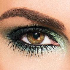 Een krachtige look die de power of nature vertaalt in een sterke oogopslag. Speciaal voor een avond of feest look. Kies voor deze look één van de LOOkX limited edition speciale effect eyeshadows; groen, paars of blauw. #LOOkX #Eyeshadow #BeautyinaBox Violet, Makeup Tips, How To Make, Fashion, Eye Shadows, Moda, Fashion Styles, Make Up Tips, Fashion Illustrations