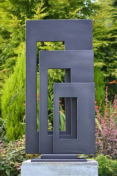 Tres Retangulos. Escultura artistica de metal para jardim. Artista:Paul Margetts.