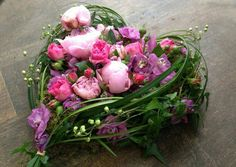 Gorgeous unique heart-shaped arrangement with beautiful peonies. This would make a beautiful funeral arrangement for a mother, grandmother or sister. Arrangements Funéraires, Funeral Floral Arrangements, Modern Flower Arrangements, Grave Flowers, Funeral Flowers, Wedding Flowers, Deco Floral, Arte Floral, Unique Flowers