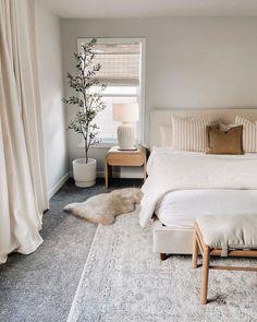 Room Ideas Bedroom, Home Decor Bedroom, Master Bedroom Decorating Ideas, Apartment Master Bedroom, Calm Bedroom, Airy Bedroom, Master Bedroom Interior, Bedroom Rugs, Tv In Bedroom