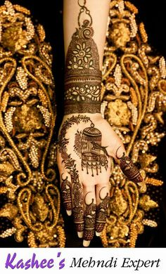 From weddings to engagements, from festivals to parties, here are 101 latest mehendi designs for 2019 for all occasions. Discover some chic new mehndi trends! Kashee's Mehndi Designs, Stylish Mehndi Designs, Mehndi Design Pictures, Wedding Mehndi Designs, Beautiful Henna Designs, Latest Mehndi Designs, Mehndi Images, Mehndi Desighn, Kashees Mehndi